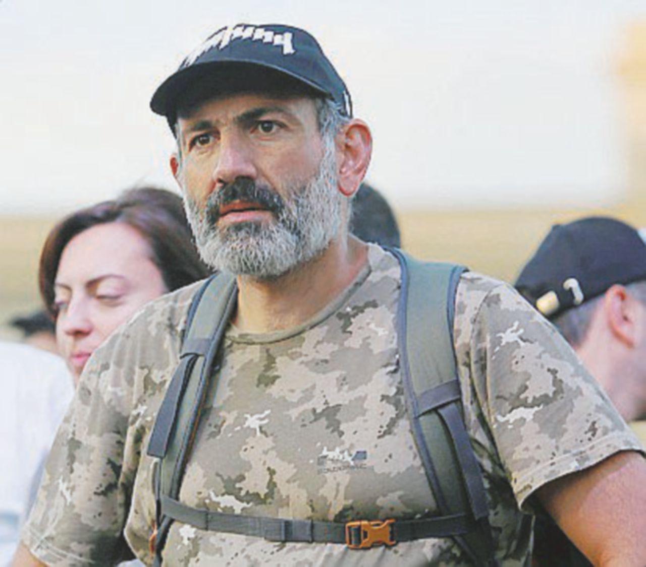 """Pashinyan bocciato dai deputati aizza il popolo: """"Il Parlamento non mi vuole premier, ribellione"""""""