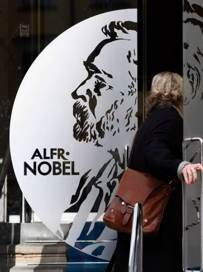 """Premio Nobel letteratura, nel 2018 non sarà assegnato dopo scandalo molestie e inchiesta su reati finanziari: """"Crisi fiducia"""""""