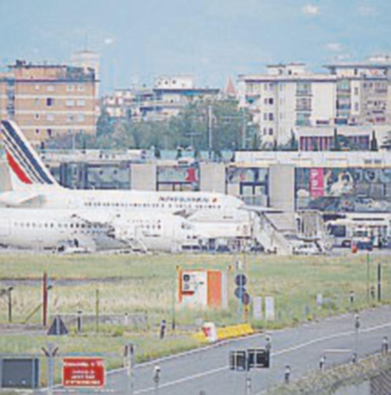 Un Osservatorio per l'aeroporto caro a Renzi: esclusi i contrari