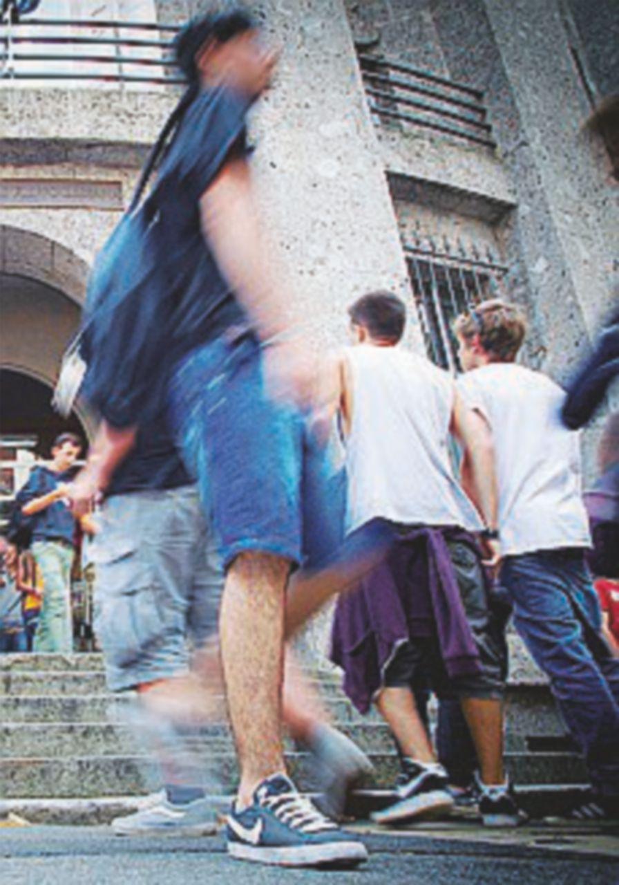 Bullizzano a scuola il compagno disabile: arrestati due 16enni