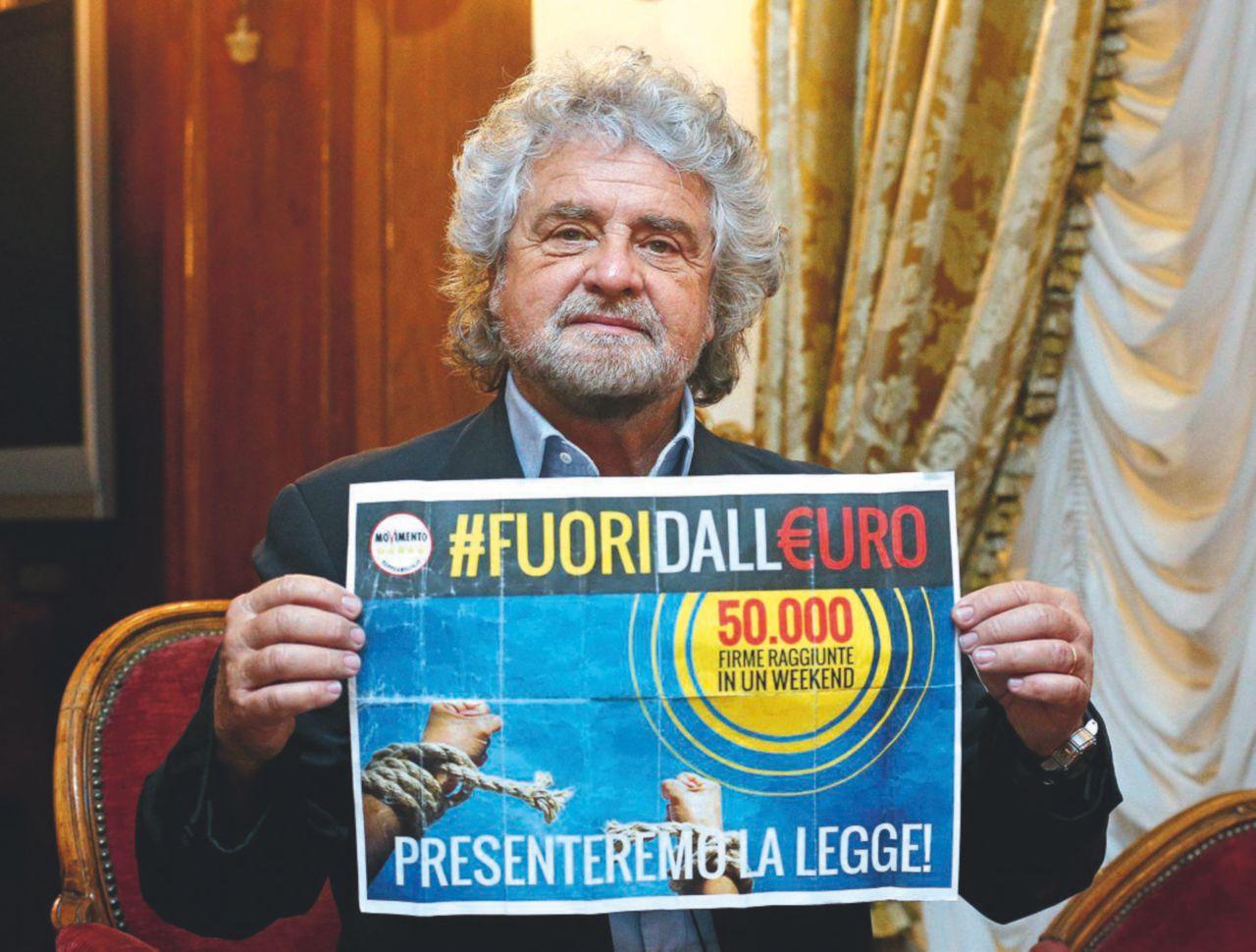 """Grillo fa infuriare Di Maio: """"Referendum sull'euro"""""""