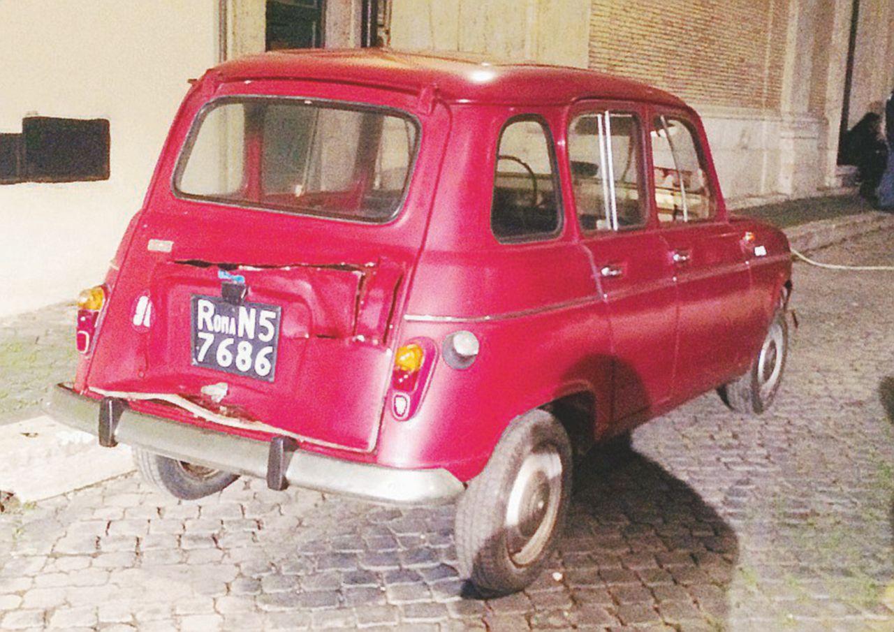 La Renault 4 delle Br torna in via Caetani per l'omaggio della Rai ad Aldo Moro