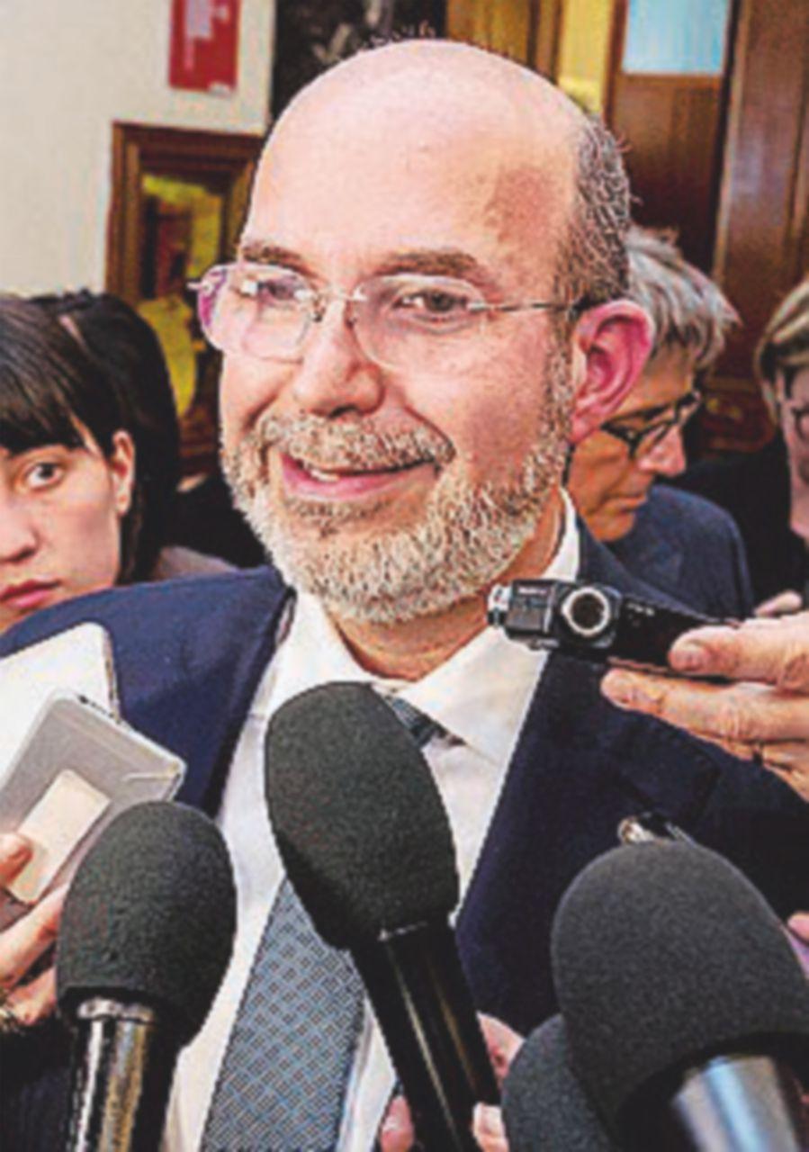 """Il no di Vito Crimi all'esecutivo tecnico: """"Non lo voteremo"""""""