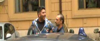 """Raid Casamonica, il blitz della polizia. Uno degli arrestati a giornalisti e fotografi: """"Infami, maledetti, pezzi di merda"""""""