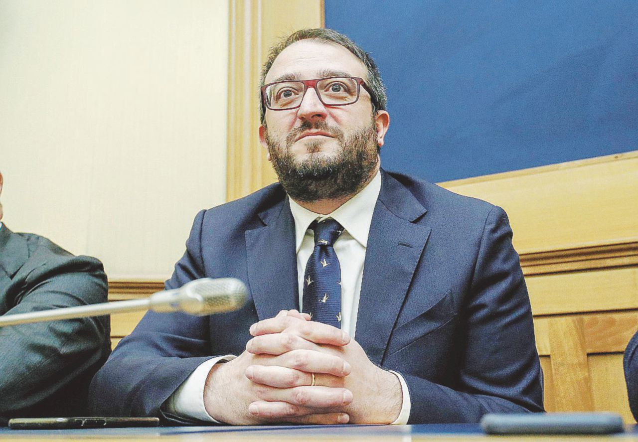 Il sindaco de L'Aquila Biondi nella chat che inneggia a Salò