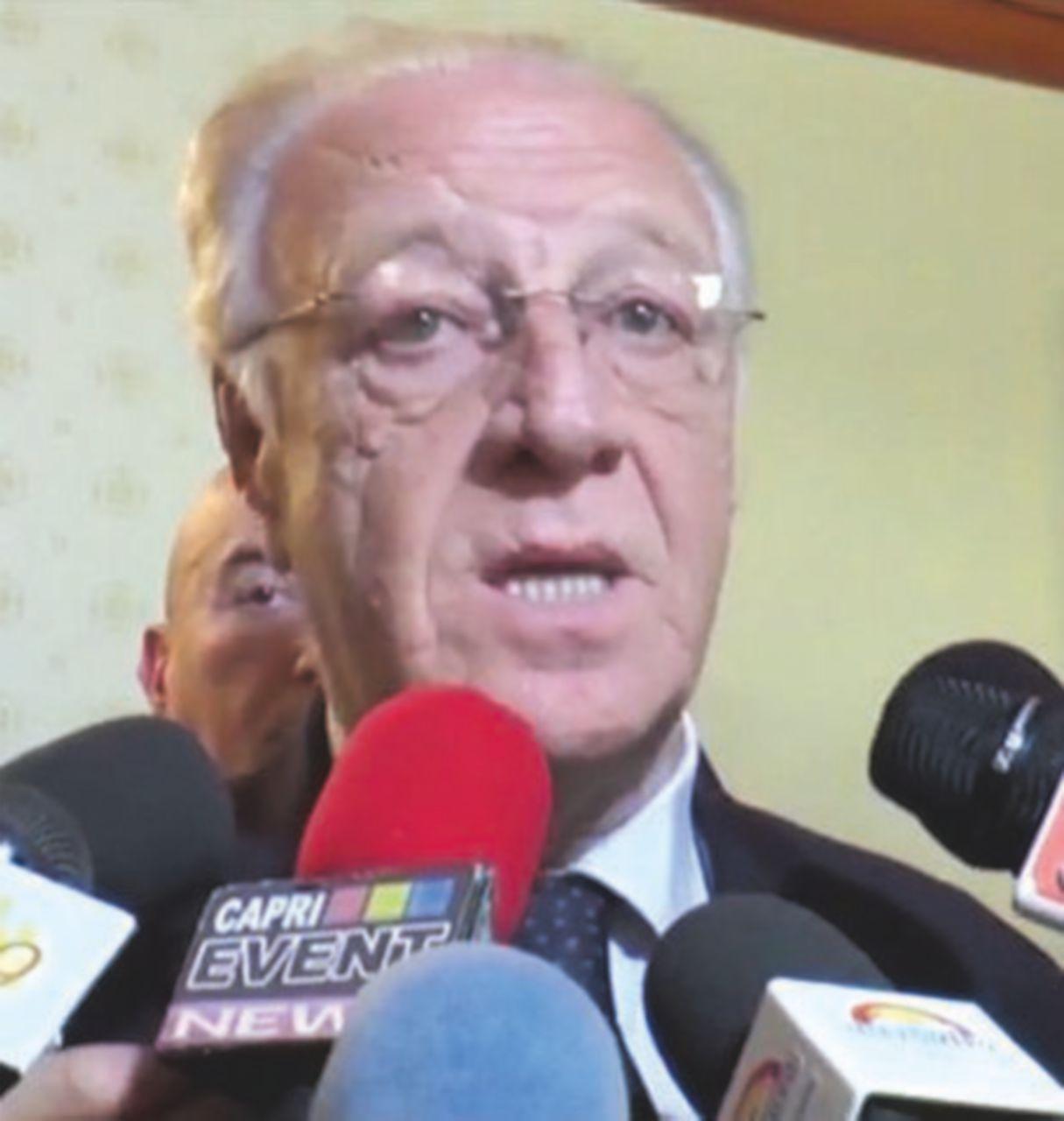 """Campania, la """"scalata"""" al sindacato giornalisti con 7.500 euro cash"""