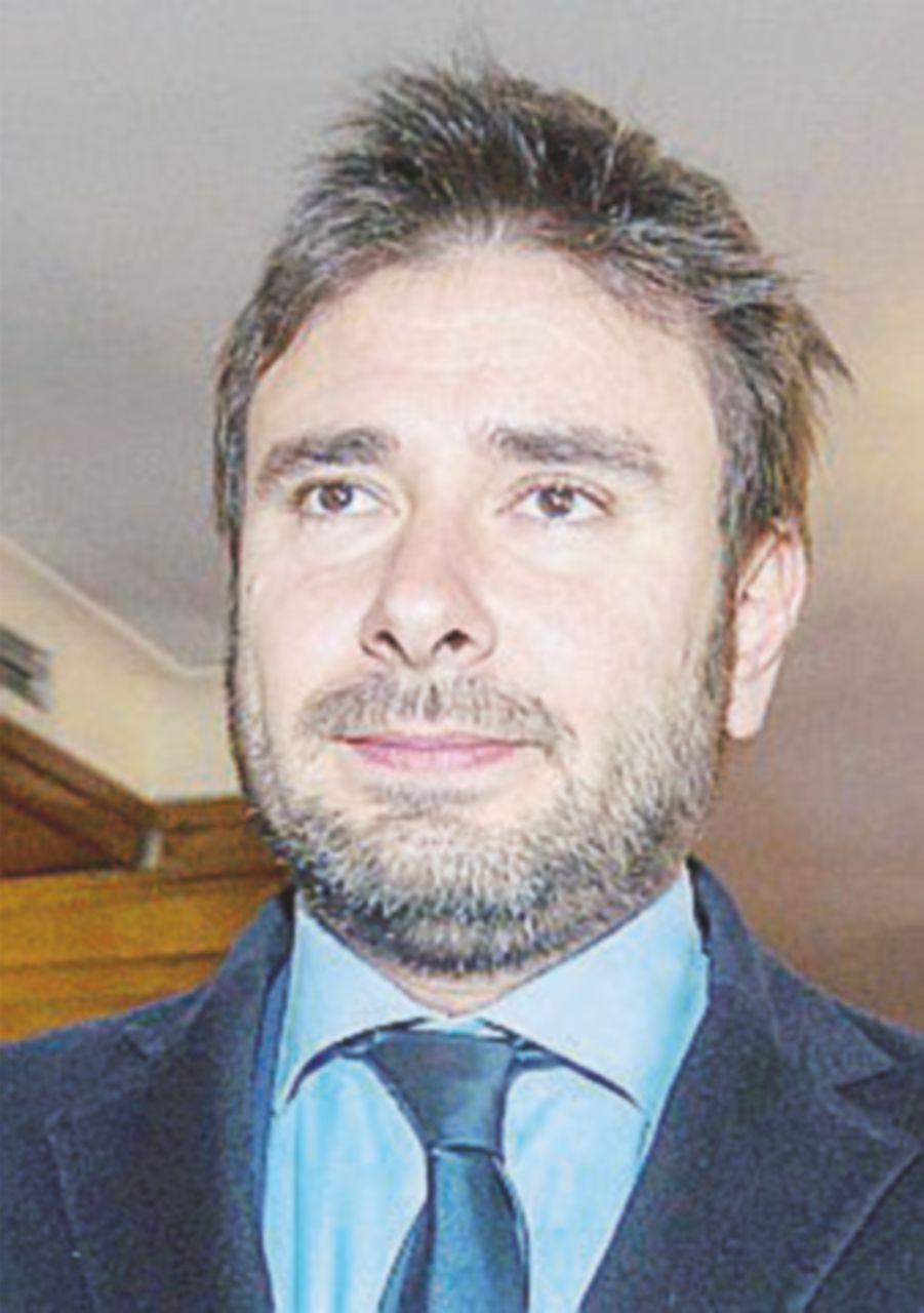"""Riecco Di Battista: """"Chi dà la fiducia tradisce la Patria"""""""