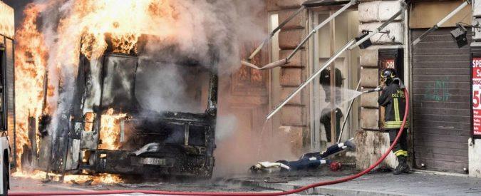 Bus in fiamme, abitare a Roma comincia a far paura