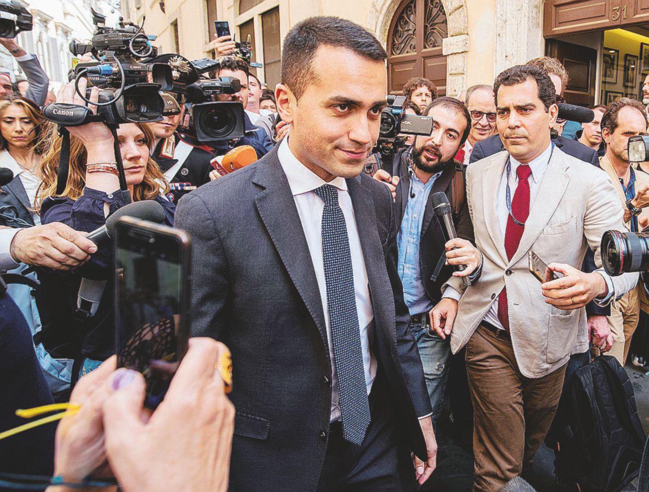 Sul Fatto Quotidiano del 12 maggio: Governo Salvimaio, il contratto avanza e il premier non c'è