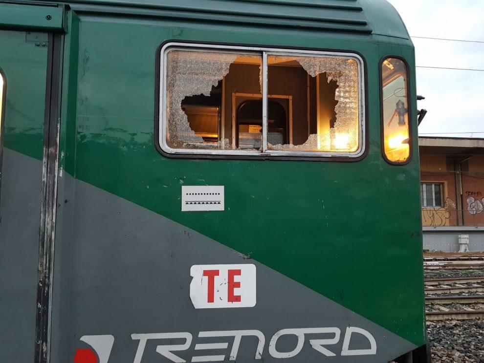 Trenord schiaffi e spintoni a una capotreno sulla tratta - Trenord porta garibaldi ...