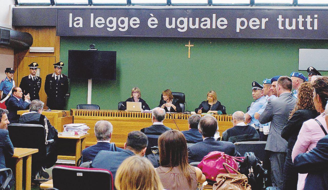 """La """"buona condotta"""" del signor Mediaset: processi, indagini e un paio di cause civili"""