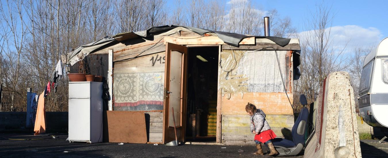 Rogo camper nomadi Torino, chi tace o urla 'dovevano bruciare' non è migliore di chi appicca il fuoco