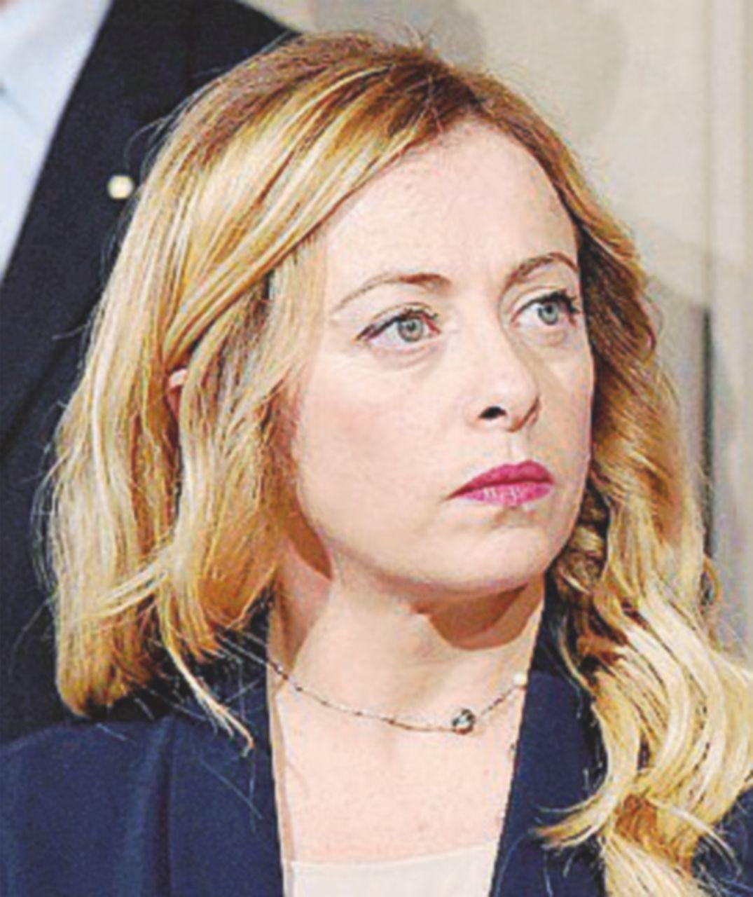 """Meloni contro Mattarella: """"Non ha dato incarico alle personalità non gradite"""""""