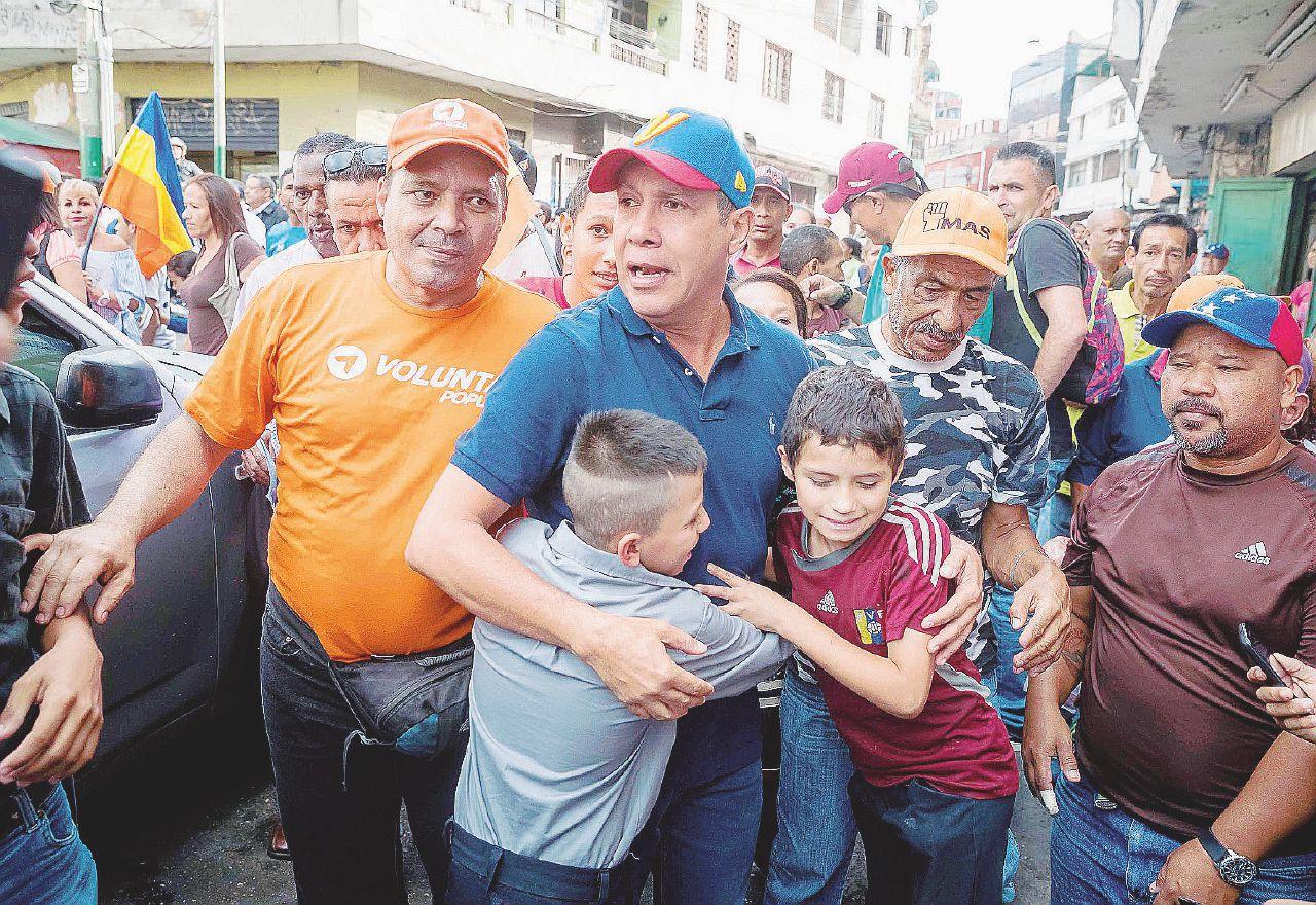 "Sos Maduro, in un sondaggio un ex ""amico"" lo sorpassa"