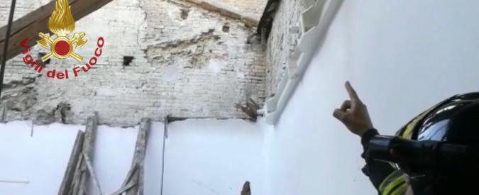 """Fermo, crolla il tetto di un'aula di un istituto tecnico: nessun ferito. Dirigente: """"Lavori dopo il terremoto del 2016"""""""