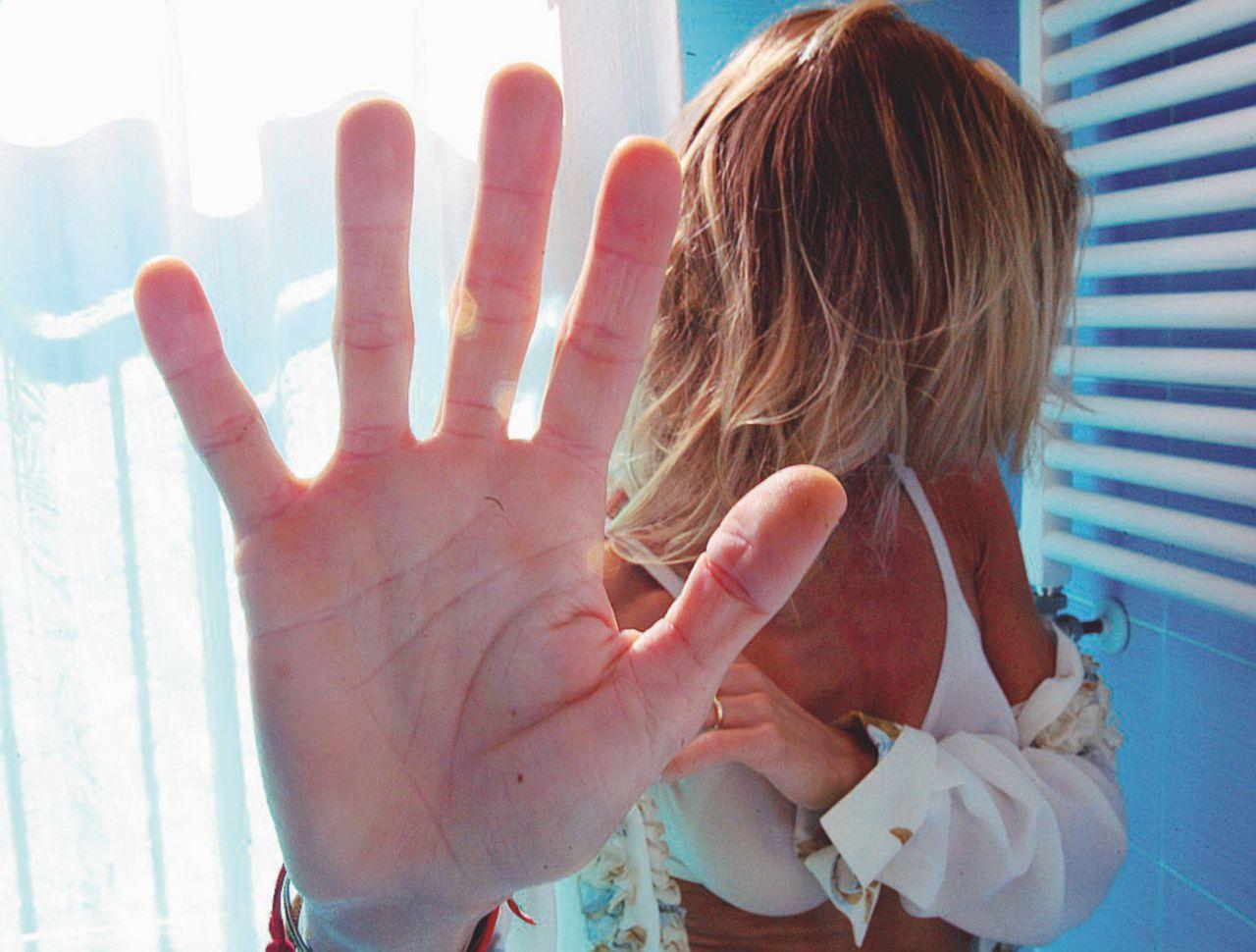 """Sorrento, stupro di gruppo in albergo: """"Violentata dai dipendenti"""""""