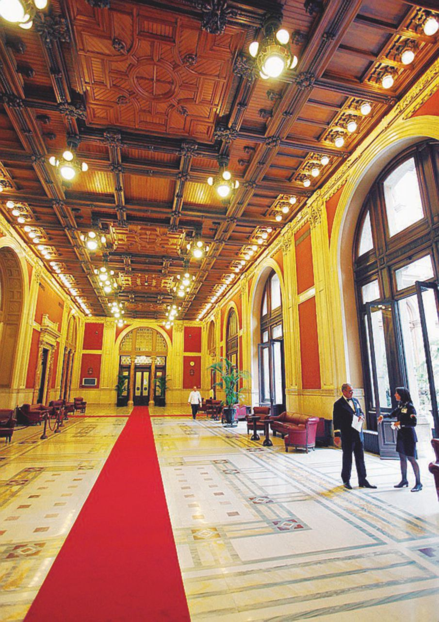 Il Parlamento sospeso dei deputati senza ufficio