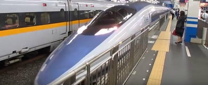 """Giappone, il treno parte con 25 secondi di anticipo: l'azienda si scusa per """"l'enorme inconveniente non scusabile"""""""