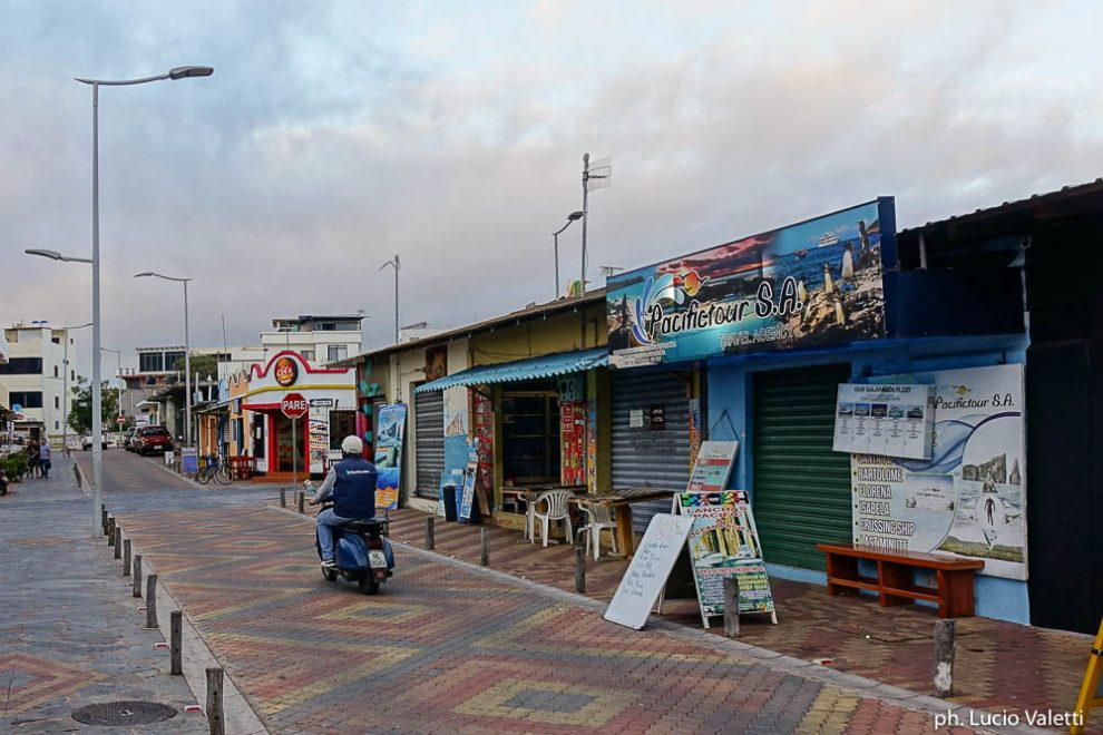 In Vespa a Puerto Barquerizo Moreno