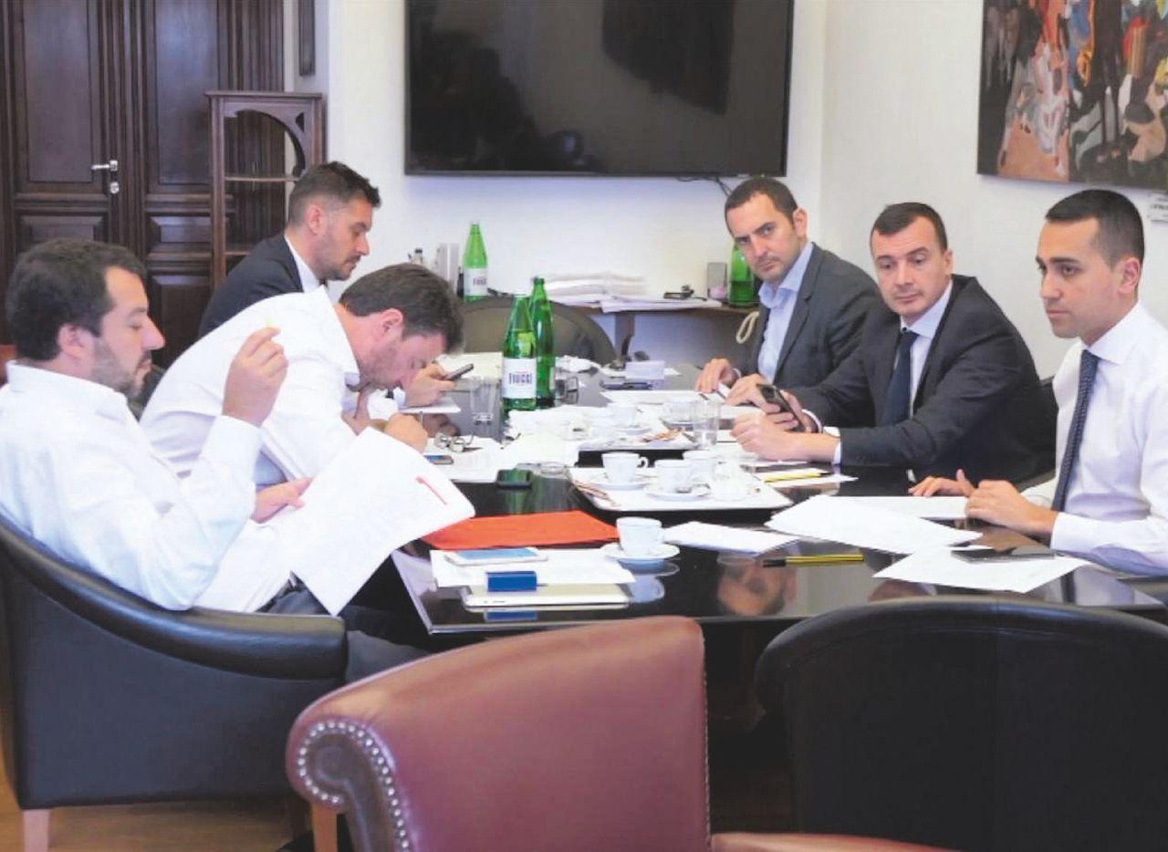 Sul Fatto del 18 maggio: SALVIMAIO. Il contratto non finisce mai Di Maio cede (poco) sul reddito di cittadinanza e Tav e (molto) sul Jobs Act
