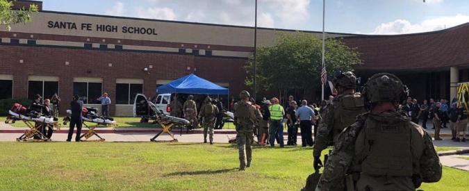 """Usa, sparatoria in liceo in Texas: """"Dieci morti"""". Sospetto assalitore ha 17 anni. Polizia: """"Trovati tubi bomba"""""""
