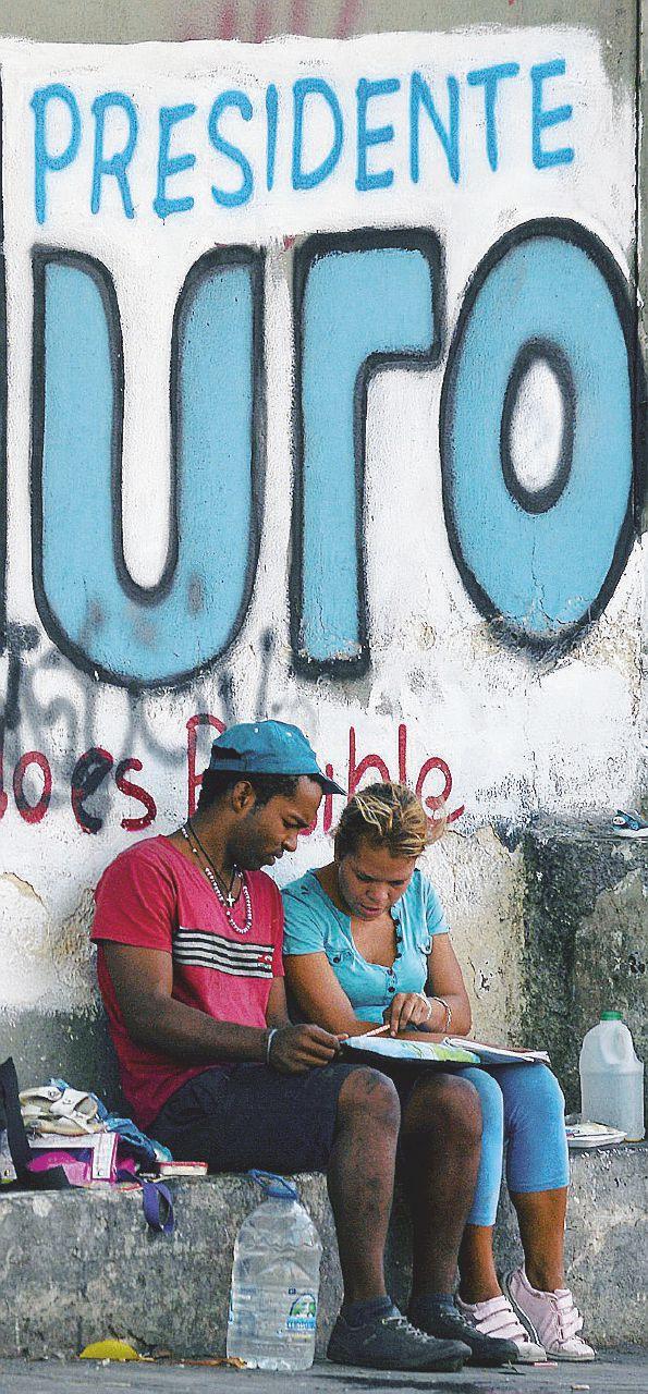 A Maduro piace vincere facile. Ma il voto è valido solo per lui
