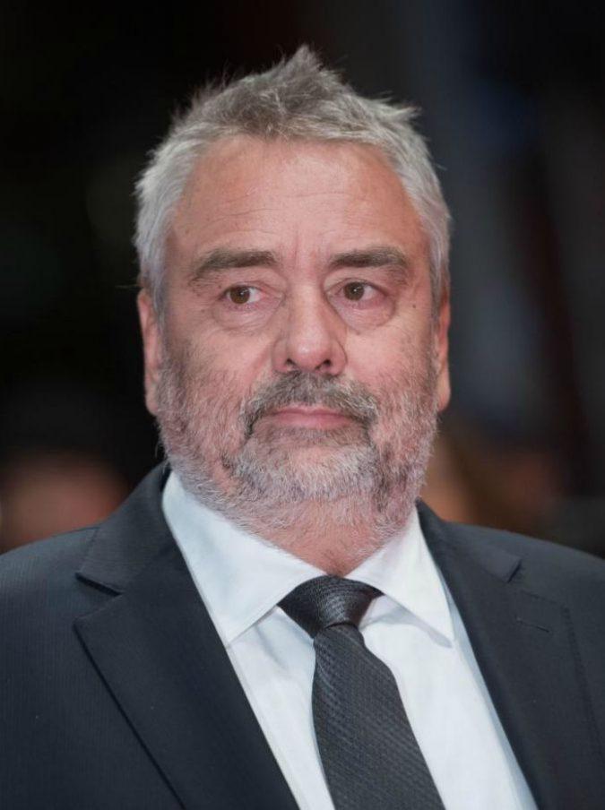 """Luc Besson denunciato per stupro, un'attrice: """"Mi ha drogato con il té"""". Ma il regista nega tutto"""
