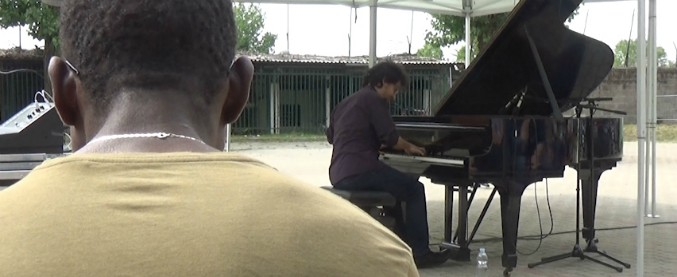 """Migranti, al centro di via Corelli di Milano l'inclusione passa per la musica. L'assessore: """"Non fermiamoci qui"""""""