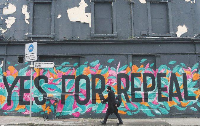 """""""Via i rosari dalle nostre ovaie"""": l'Irlanda che prega per l'aborto"""