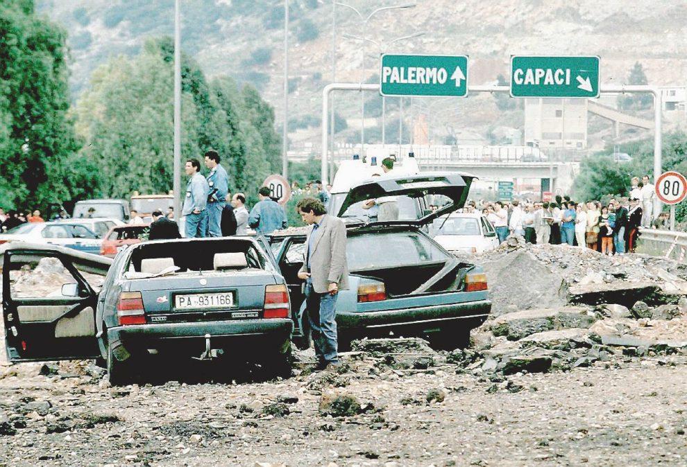 """L'autostrada e il tritolo  –  L'""""attentatuni"""" di Capaci:  1000 kg di esplosivo  – Ansa"""