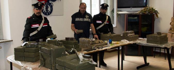 Varese, 2mila panetti di hashish al posto di elettrodomestici: fermato un camion carico di droga