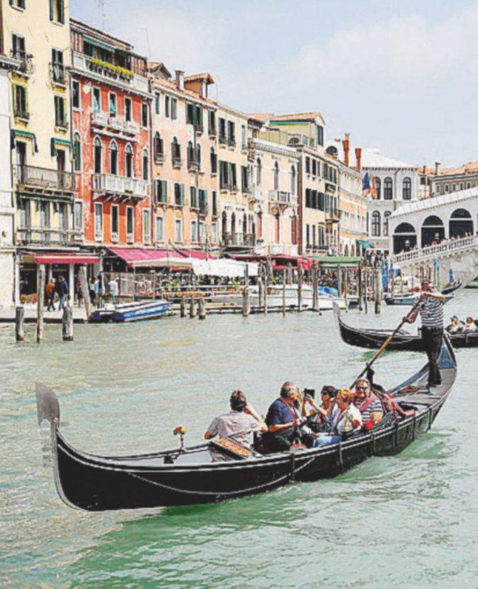 "Gondolieri e ""spintarelle"": una lista agita Venezia"