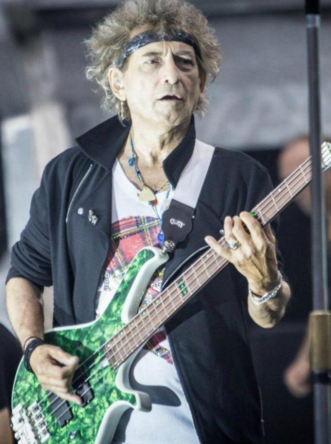 """Vasco Rossi, il bassista Andrea Torresani sostituisce sul palco Claudio """"Gallo"""" Golinelli dopo il malore"""