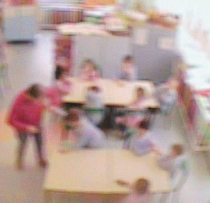 """Botte ai bimbi, maestre arrestate. """"Telecamere fisse in tutti gli asili"""""""