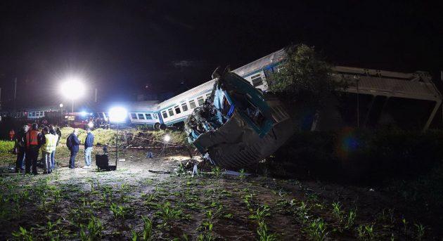 Scontro tra treno e tir, due morti e 20 feriti sulla Torino