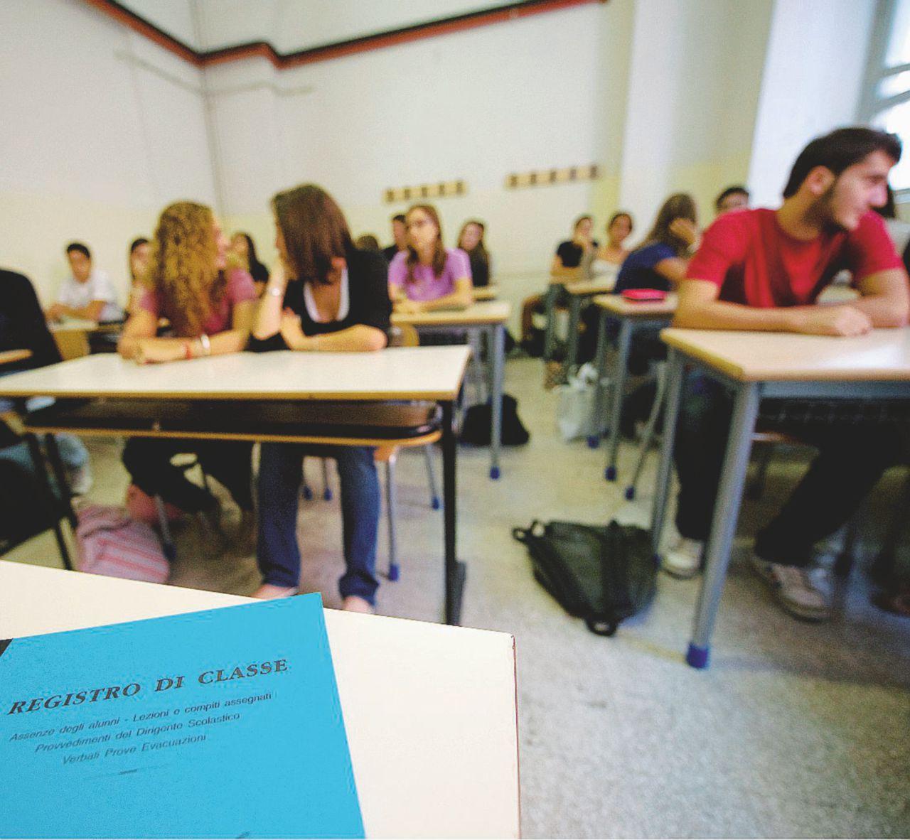 Istruzione, oltre 160 milioni di tagli a scuole e formazione