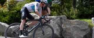 Giro d'Italia, impresa epica di Froome: è maglia rosa dopo una fuga di 80 km sulle Alpi. Oltre mezz'ora a Yates