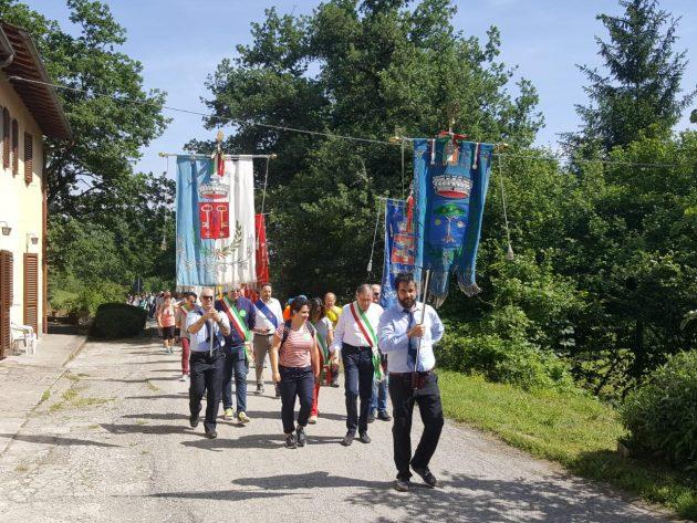 Barbiana, la marcia in ricordo di don Milani. Tema della 17esima edizione il rapporto tra genitori e ...