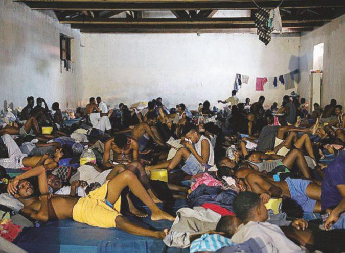 Golpe e spari sui migranti: Tripoli affonda