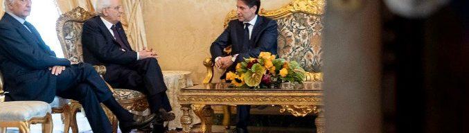 """Governo, diretta – Conte ha rimesso il mandato dopo il no su Savona. Mattarella: """"Garantisco i risparmi degli italiani"""". Convocato Cottarelli per l'incarico da presidente del Consiglio"""