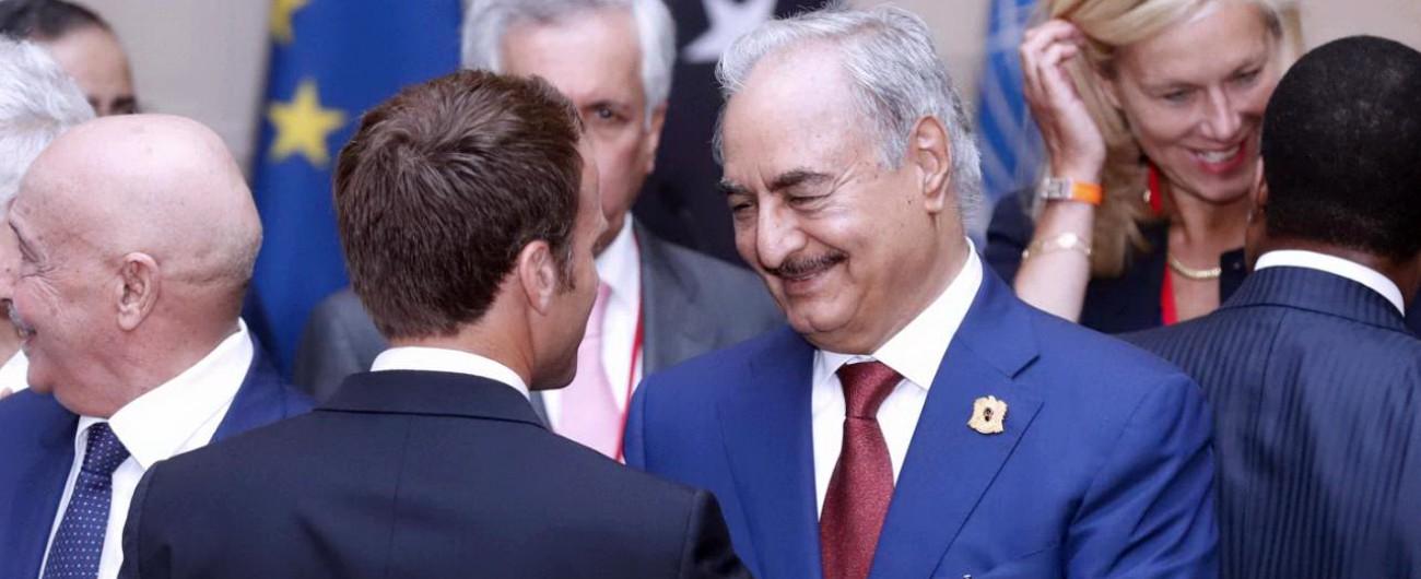 Libia, Sarraj e Haftar a Parigi: 'Voto il 10 dicembre'. Macron scavalca ancora l'Italia