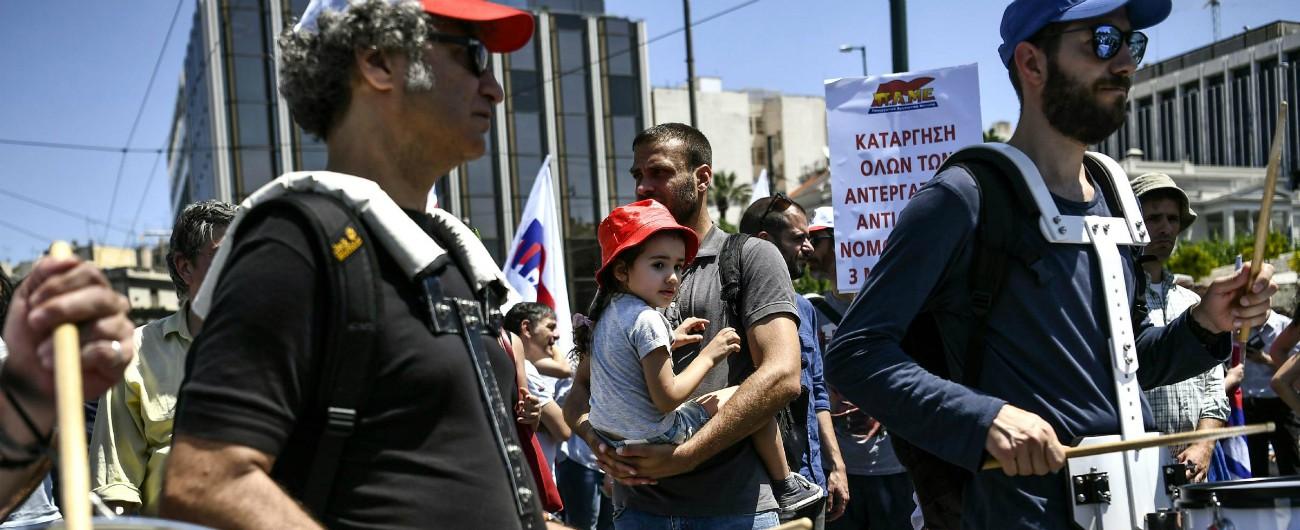 Grecia, nuovo sciopero contro l'austerità: chiusi uffici pubblici e scuole, fermi i traghetti e cancellati molti voli