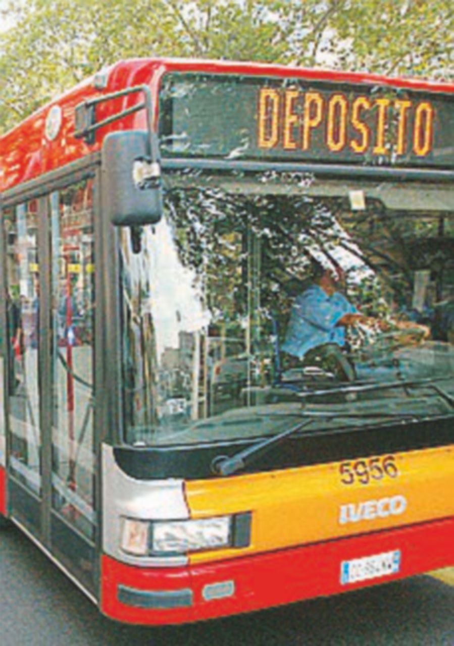 Danni ai bus romani, i pm sospettano i sindacati oltranzisti