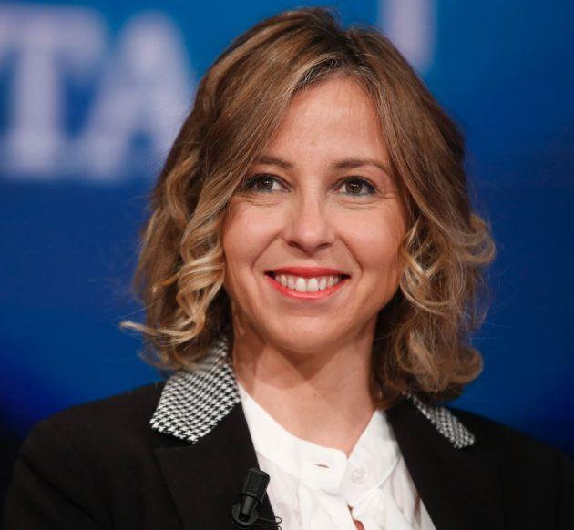 2a79af4af8 Salute: Giulia Grillo – Presenza silenziosa dietro Luigi Di Maio durante le  consultazioni per il governo, Grillo in passato si è fatta conoscere per i  ...
