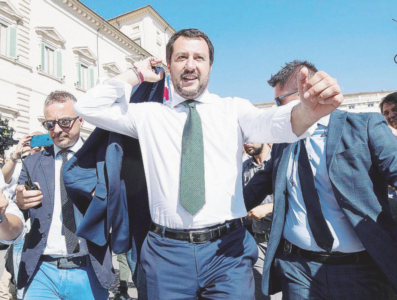 """Salvini, le mani sui migranti: """"Meno fondi all'accoglienza"""""""