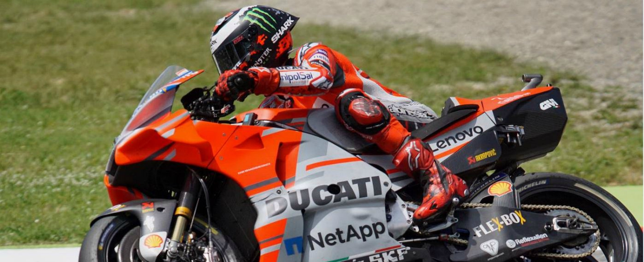MotoGp Mugello 2018, trionfo Ducati: vince Lorenzo davanti a Dovizioso. Rossi terzo, cade Marquez