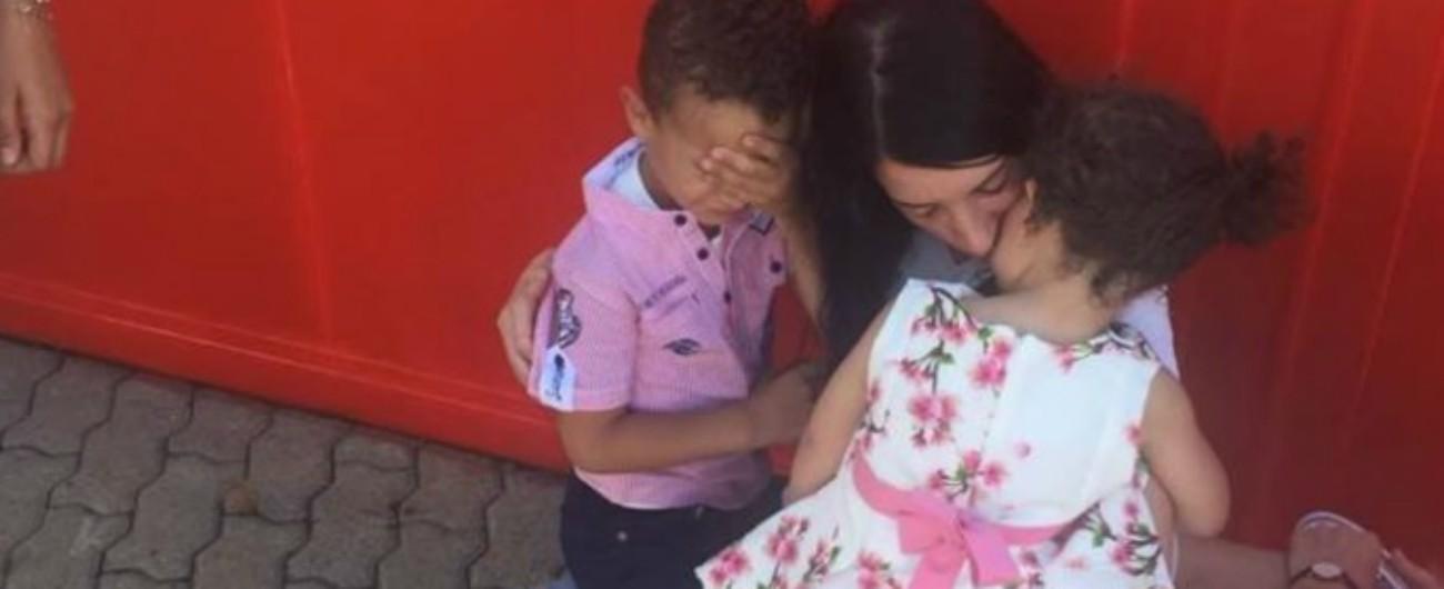 """Bolzano, tornano a casa i due bimbi rapiti dal padre e portati in Tunisia. La mamma: """"41 giorni atroci"""""""
