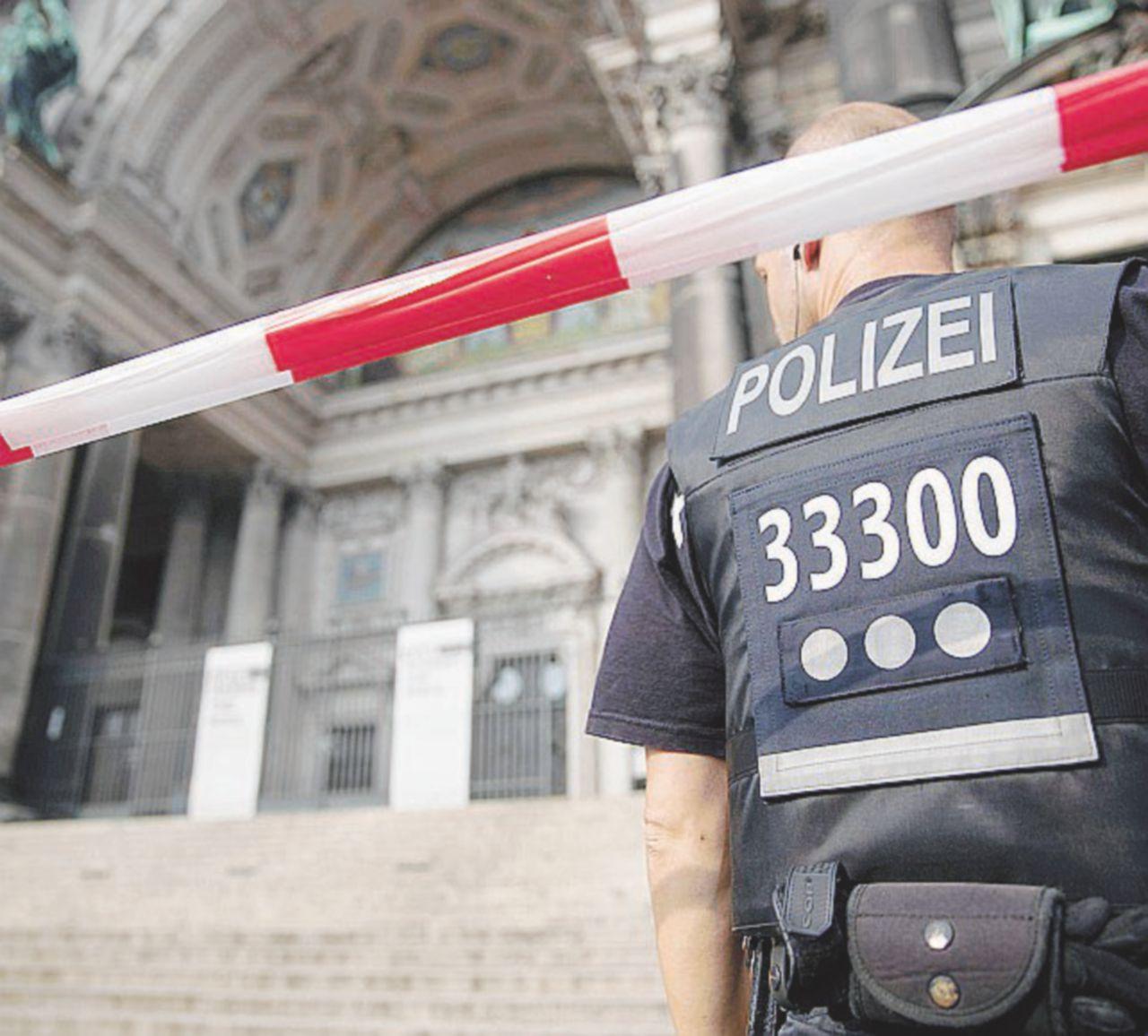 Berlino, polizia spara a un sospetto nel duomo