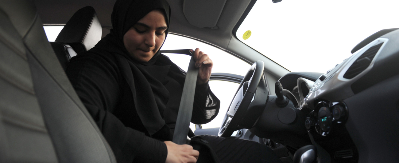 Arabia Saudita, rilasciata la patente di guida alle prime dieci donne
