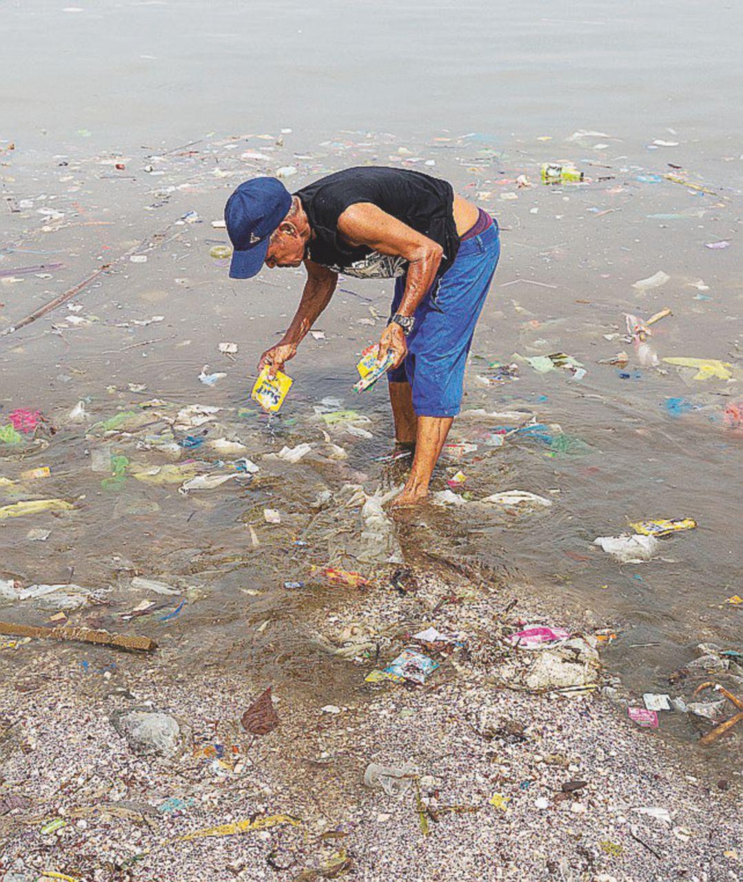 Il profitto sporca le spiagge di Manila